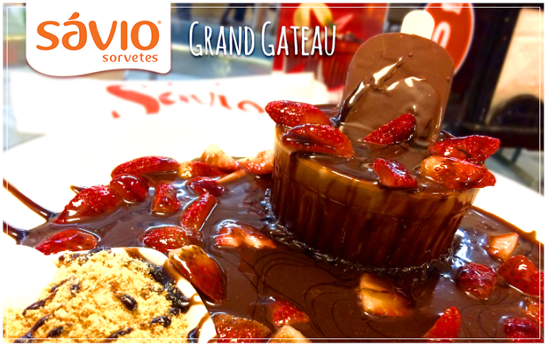 Grand Gateau: Bolo de Chocolate + Sorvete Supremo + Calda de Chocolate Quente + Morango+ Farofa
